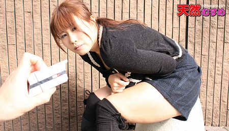 街中で飛びっこスイッチオン!~恥ずかしい振動に耐える巨乳むすめ~